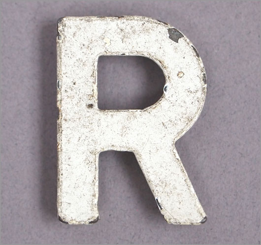 Magnetised vintage iron store sign display letter 'R'